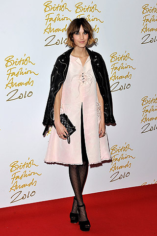 british_fashion_awards_2010_214635135_320x480