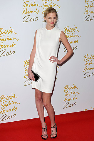 british_fashion_awards_2010_340937290_320x480