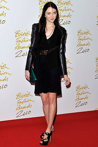 british_fashion_awards_2010_366855675_320x480