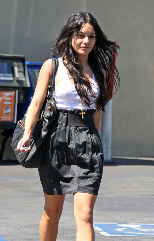 Vanessa Hudgens at Hugo's For a Business Meeting
